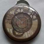 """décapsuleur recouvert d'une image """"montre """""""